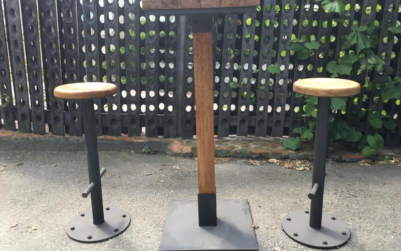 BAFFLE BAR TABLE